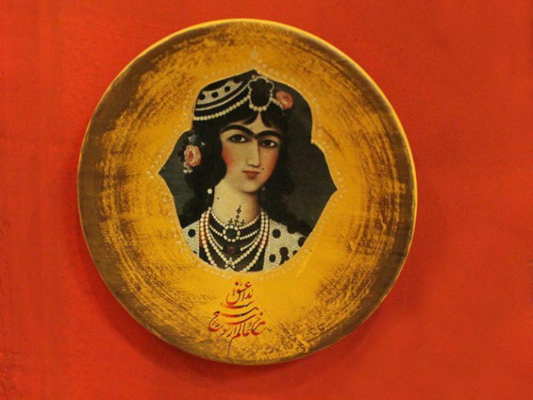 بشقاب سفالی دیوارکوب طرح قاجاری کد 182