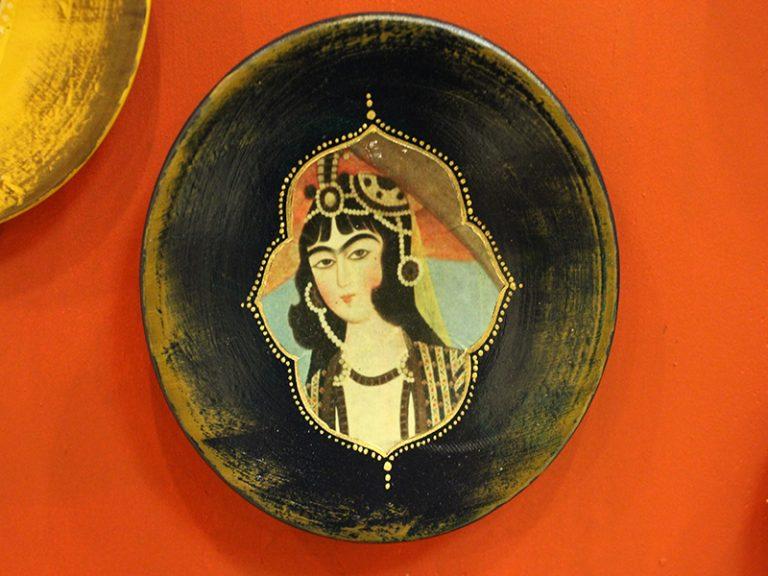 بشقاب سفالی  دیوارکوب طرح قاجاری کد 184