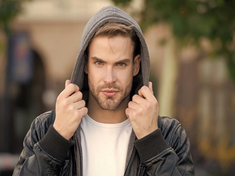 راهنمای استایل پاییزه با تیشرت آستین بلند مردانه